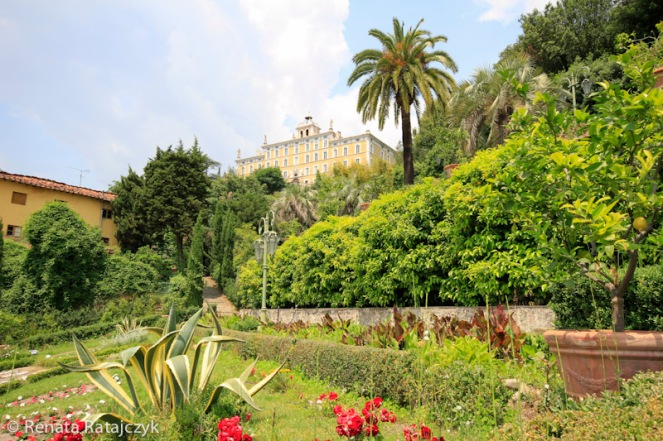 A close-up view on the garden with Garzoni Villa visible in the back.